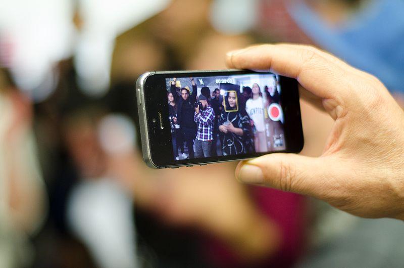 Le smartphone modifie les relations manifestants-journalistes